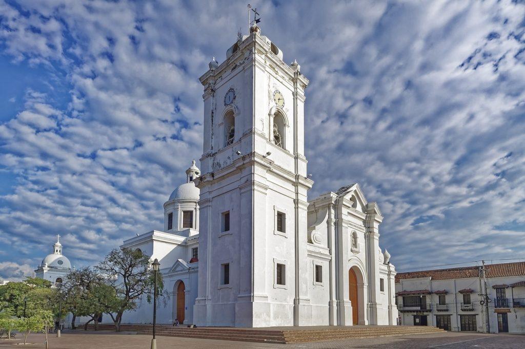 Construções espanholas mostram um pouco das origens de Santa Marta na Colômbia