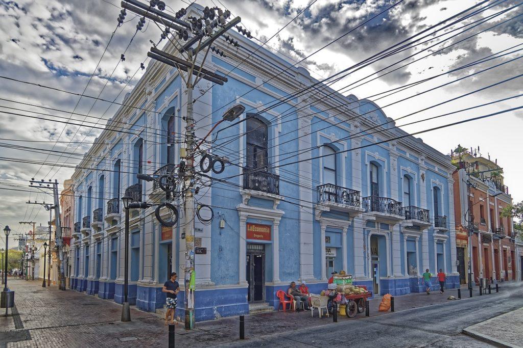 Na lista de coisas sobre o que fazer em Santa Marta na Colômbia está visitar o centro histórico da mais antiga cidade da América do Sul