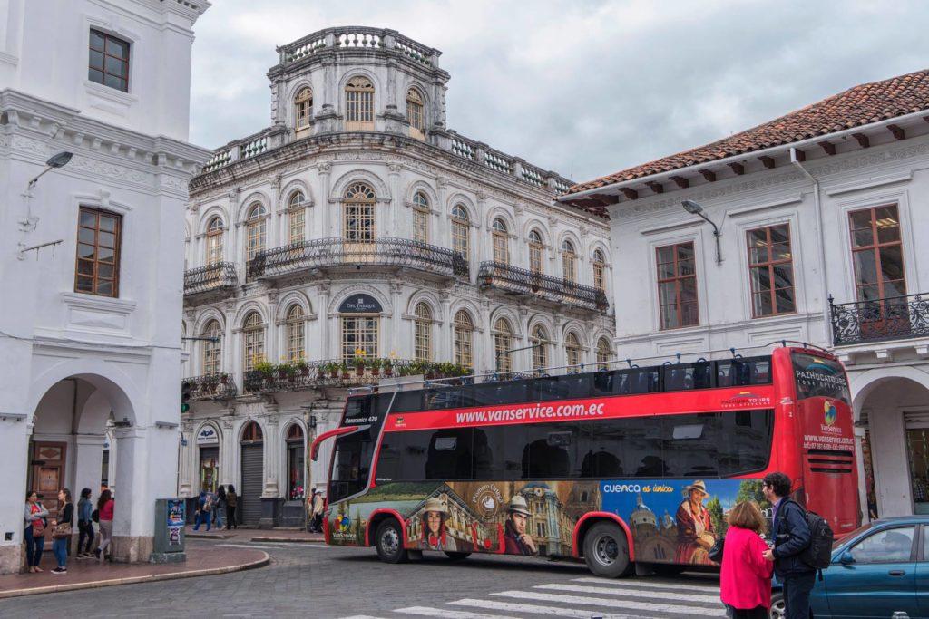 Quito está localizada cerca de 2.850 metros de altitude e está na lista sobre o que fazer no Equador