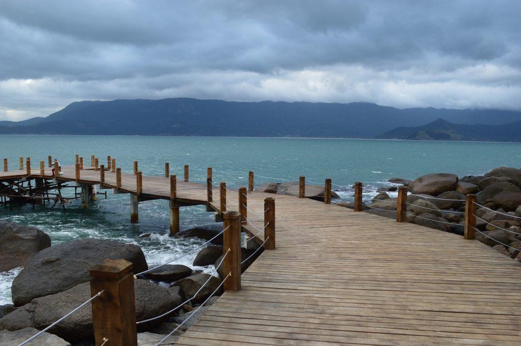 As praias, a natureza e a história são elementos para conhecer Ilhabela