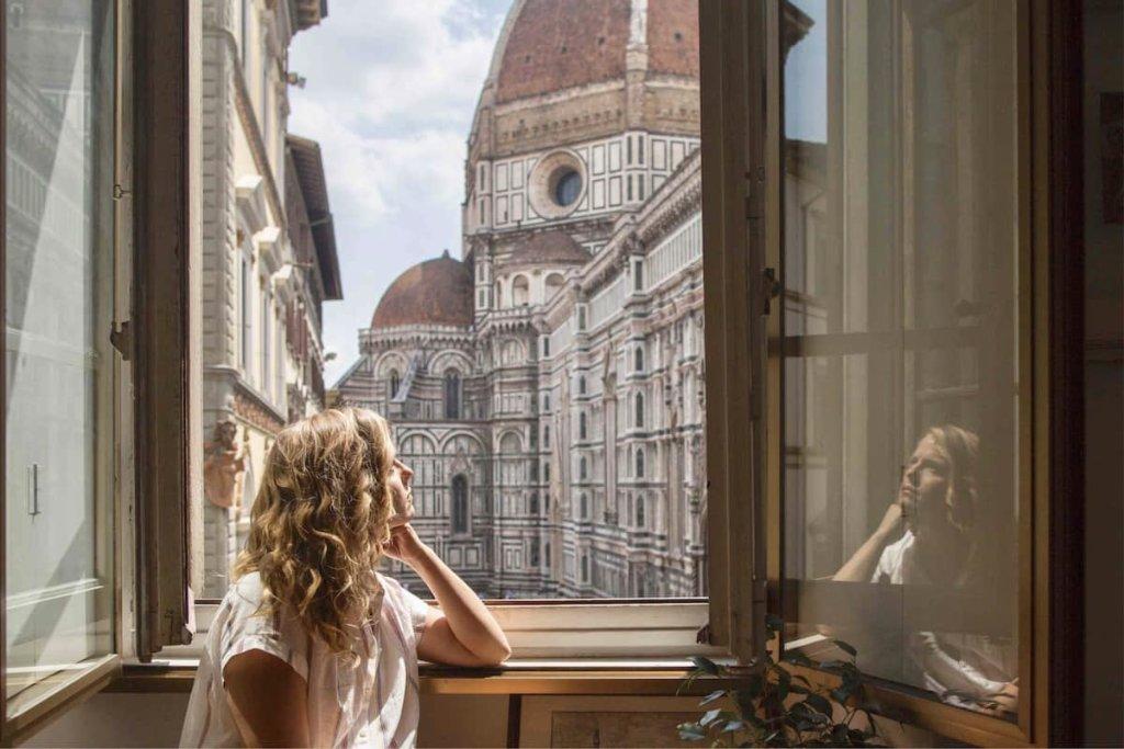 Este cenário em volta do apartamento em Florença garantiu ele na lista de quais as casas mais instagramáveis do AirBnB