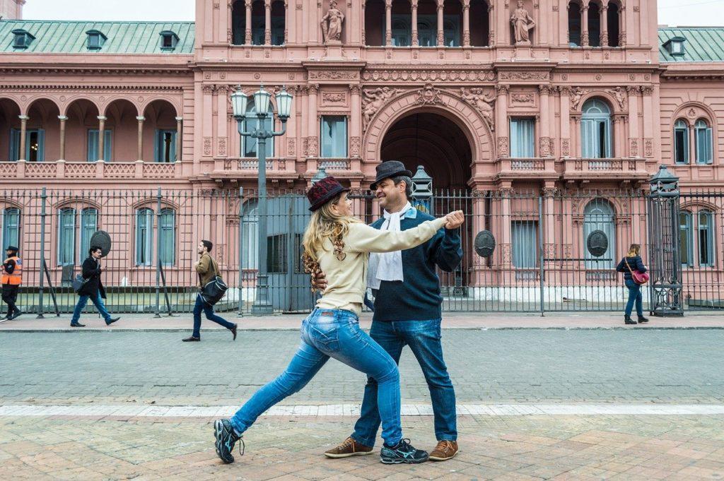 Ver de perto e até arriscar uns passos de tango estão entre os 5 motivos para visitar Buenos Aires