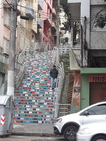 Por anos esquecida, a de Porto Alegre foi renovada com inspiração na Selarón