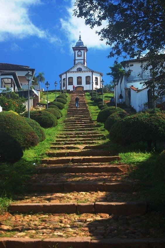 Serro, em Minas Gerais, tem uma das escadarias mais instagramáveis do Brasil