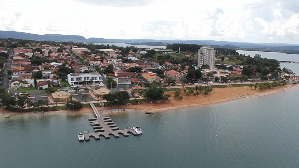 Rifaina é outra cidade que mantém praia na área alagada da represa