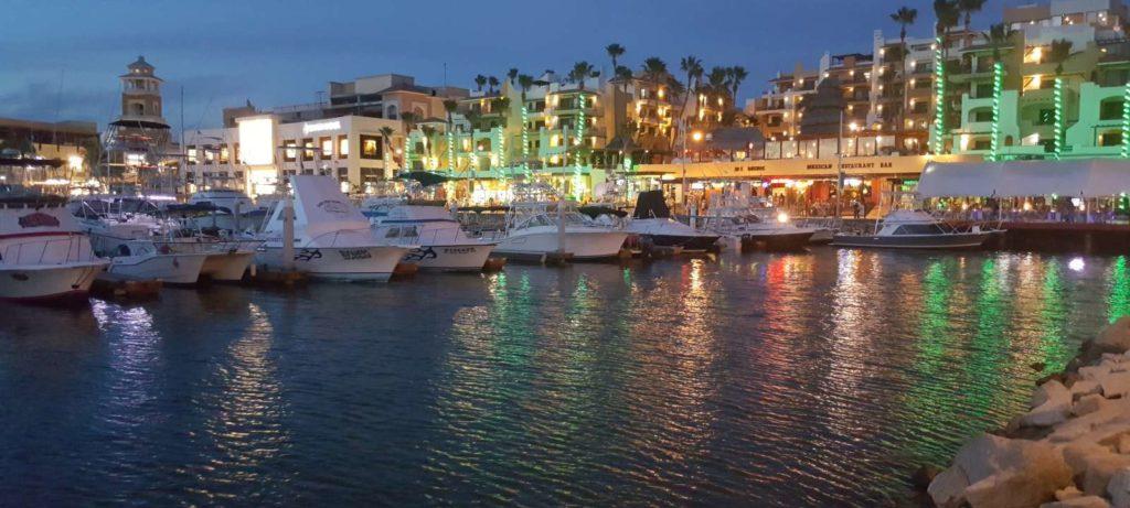 Aproveitar a noite e o ritmo de vida desta lugar está entre o que fazer em Los Cabos no México