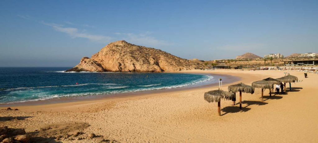 Com praias lindas e de diferentes tipos, Los Cabos reúne famosos e anônimos