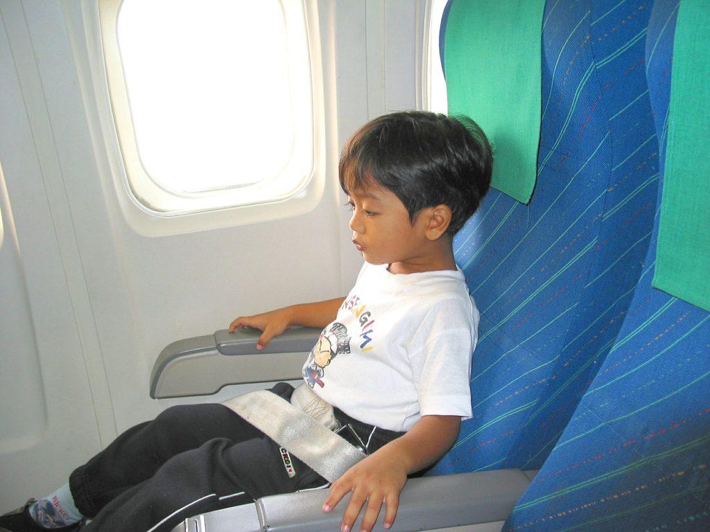 O que saber antes da 1ª viagem de avião: o cinto de segurança é item importantíssimo