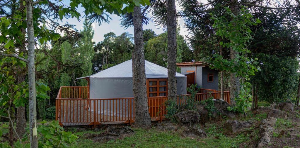 Na lista de 7 pousadas incríveis em Santa Catarina está esta cabana de tecido especial