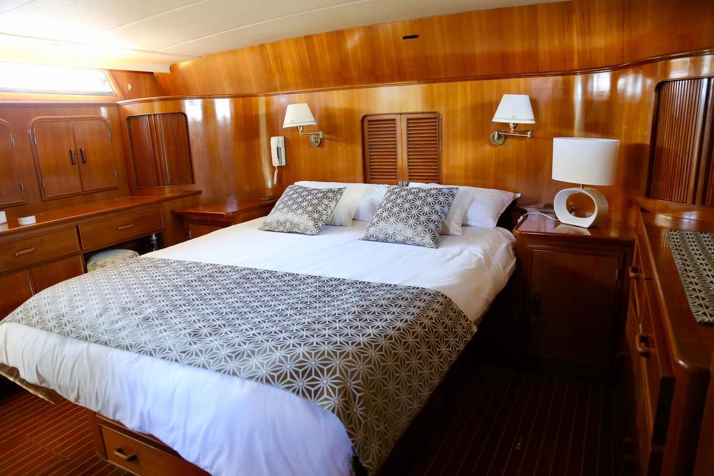 Conforto e diferentes comodidades neste barco francês