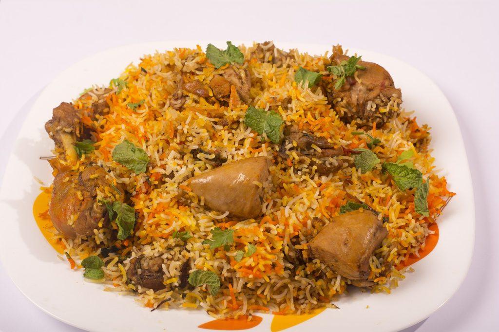 Quais os principais pratos da culinária árabe? Mjadra é um deles.