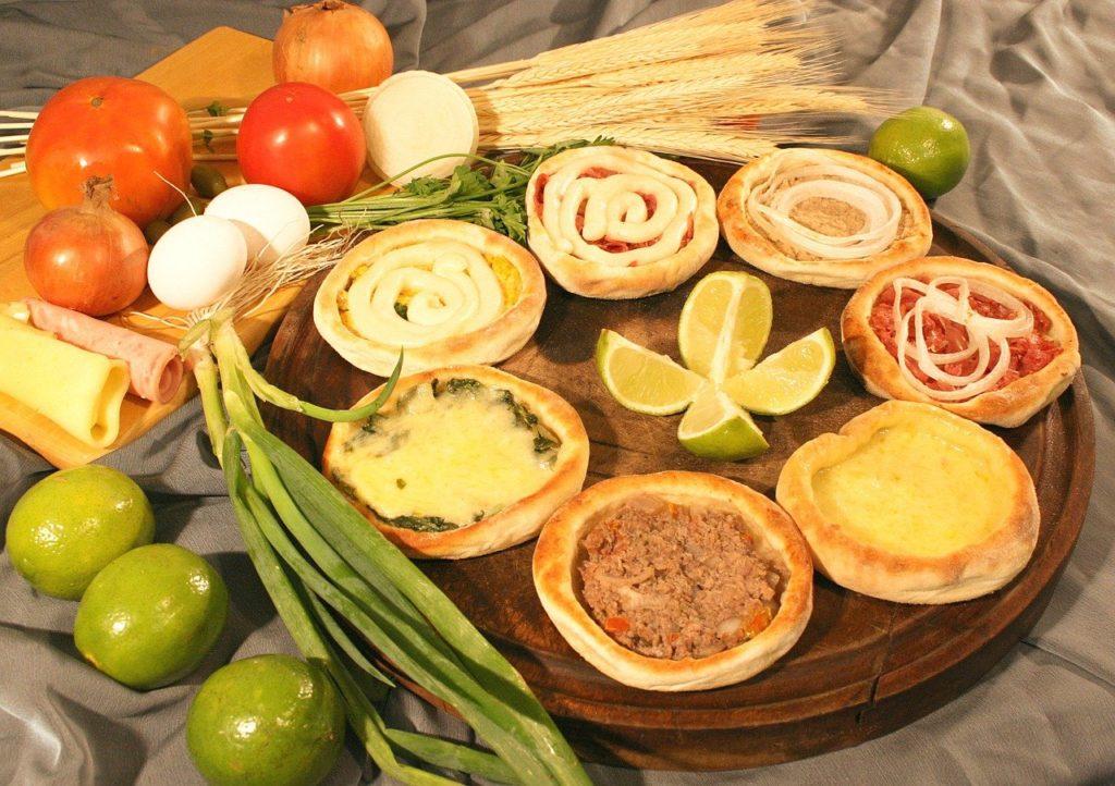 As esfirras também integram a lista de quais os principais pratos da culinária árabe