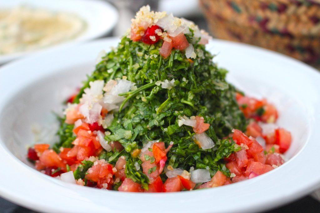 Saladas frescas e saborosas também entre as delícias