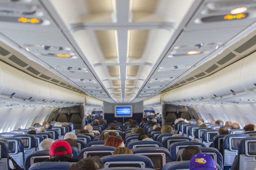 Muita gente se pergunta se é seguro viajar de avião na pandemia