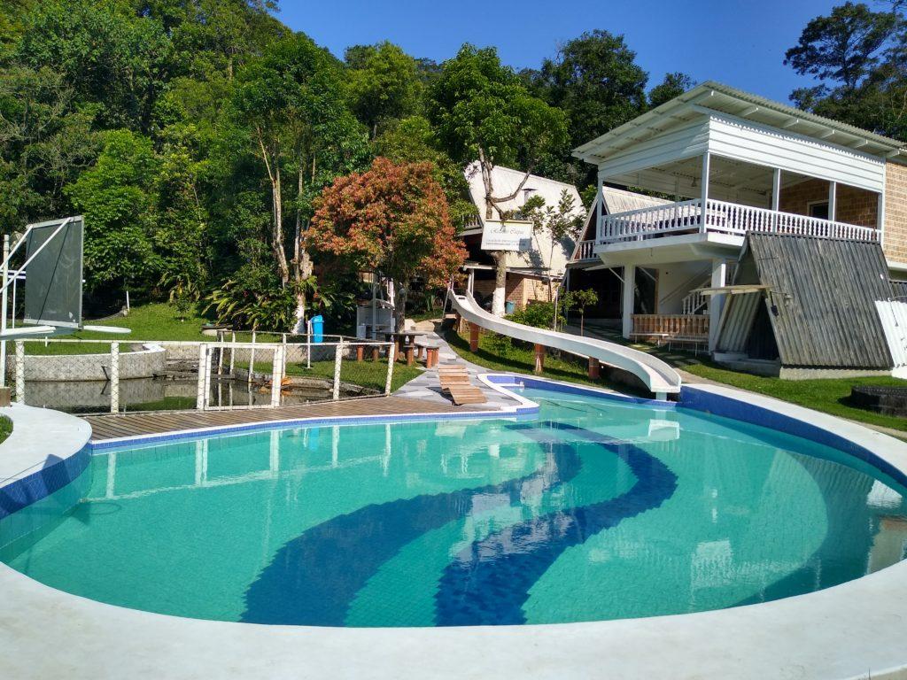 Existe aluguel de piscina? Toboágua, piscina e lago formam a área que está para alugar no interior de SP