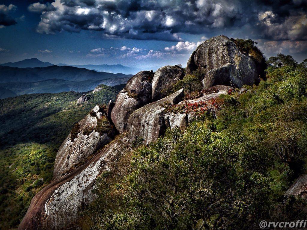 Na Serra da Mantiqueira, visitar cumes é uma das atividades em Monte Verde MG