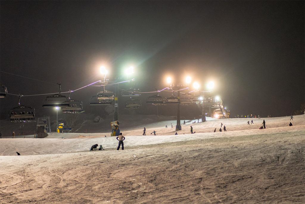 Os passeios de esqui noturno são grande atração de Perisher