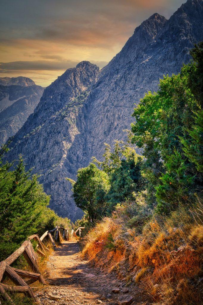 Trilha pela garganta de Samaria na lista das 5 experiências de viagem na Grécia