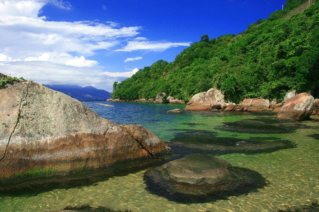 As mais belas praias do litoral paulista. Conheça a Praia da Feiticeira, em Ilhabela
