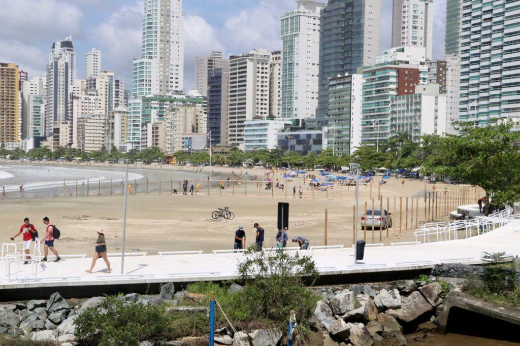 Desde os anos 1970 se discute como vai ficar a Praia Central de Balneário Camboriú