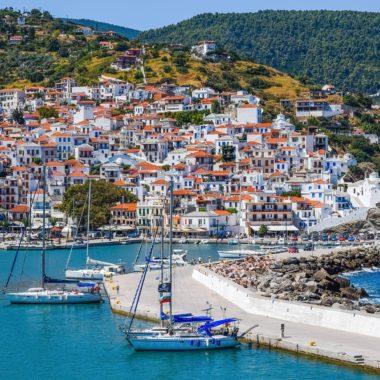 Grécia serviu para várias locações, mas Mamma Mia é icônico