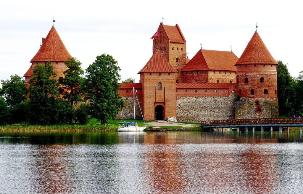 Quer saber o que fazer na Lituânia? Visitar o único parque histórico de toda a Europa