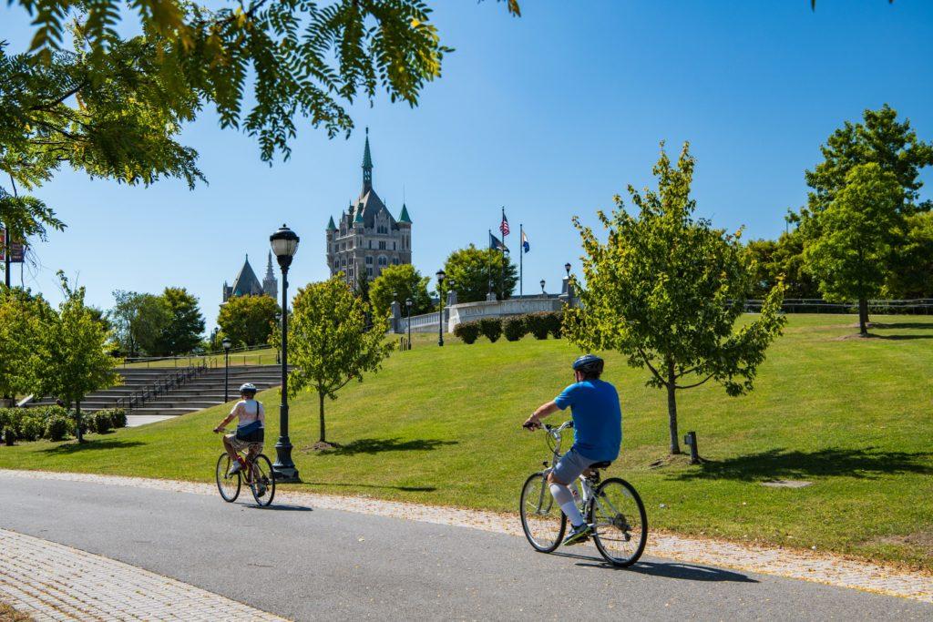 Faça o percurso da Empire State Trial pedalando