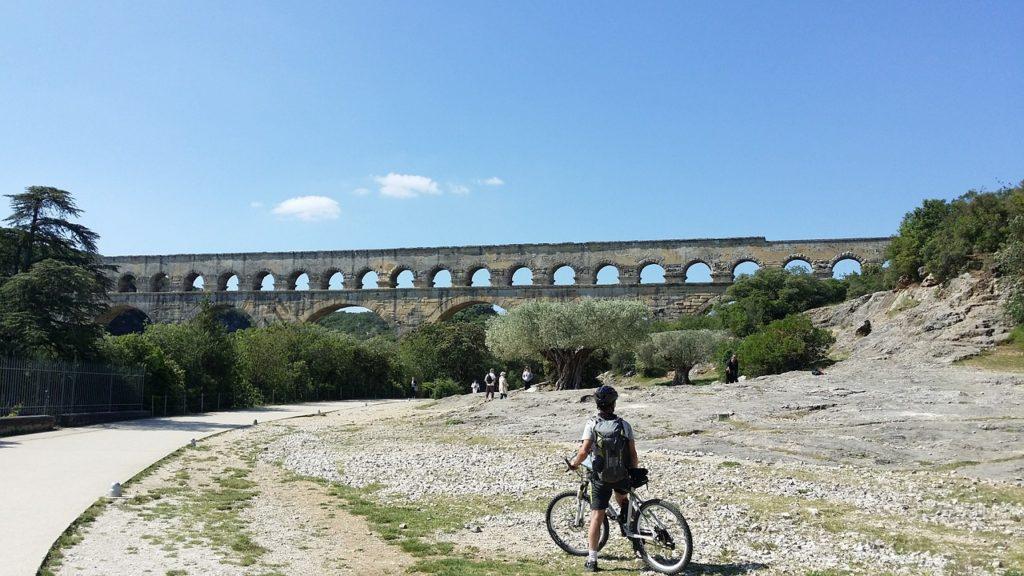 Quer mais dos 8 roteiros de bicicleta pelo mundo? Passear por campos de lavandas em Provence