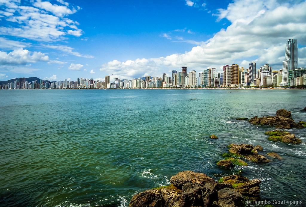 Elas não ficariam de fora da lista: Balneário Camboriú e Florianópolis