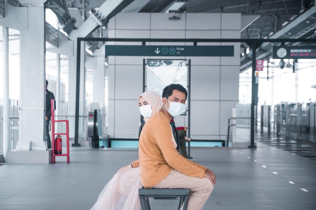Evite aglomerações e respeite o distanciamento entre as 8 dicas para viajar com segurança durante a pandemia