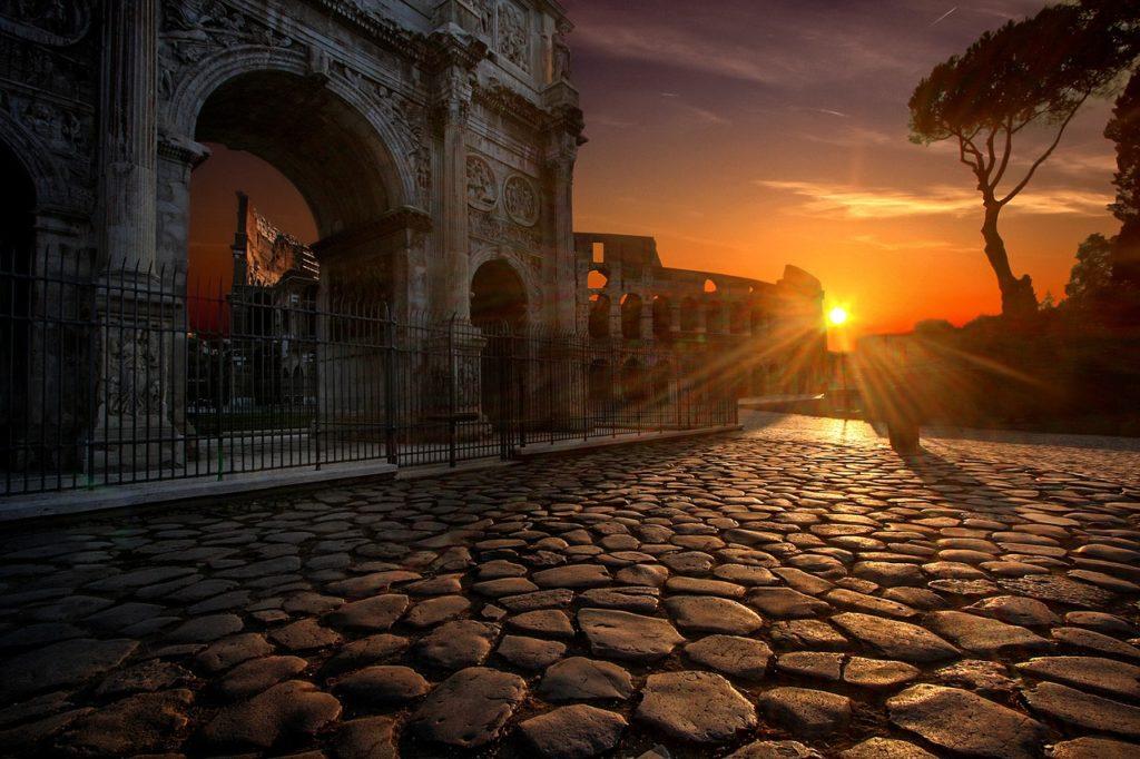 Tour guiado pelo subterrâneo do Coliseu mostra como está hoje o Coliseu em Roma