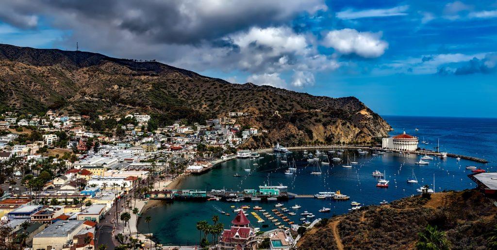 Malibu e Ilha Catalina estão entre os melhores lugares para visitar em agosto na Califórnia