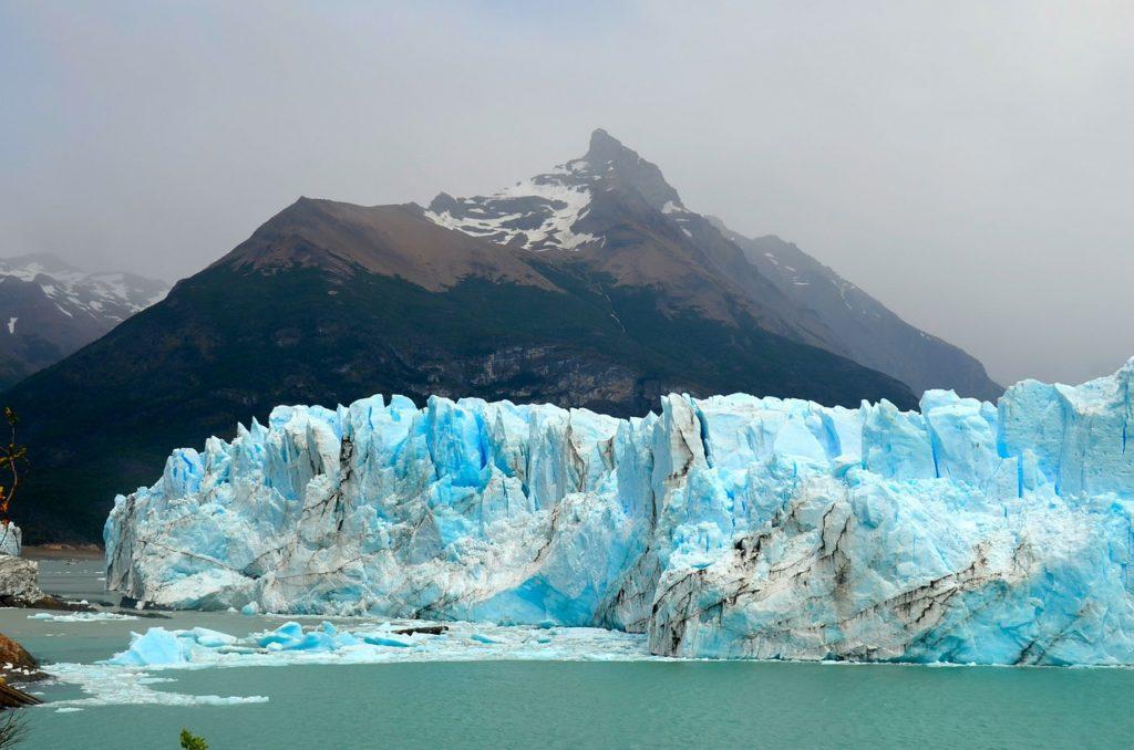 Trilha pelo glaciar Perito Moreno com passeio de barco