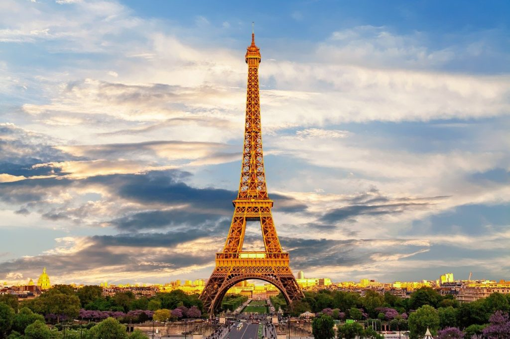 Mais novidades na França: reabertura da Torre Eiffel com nova cor