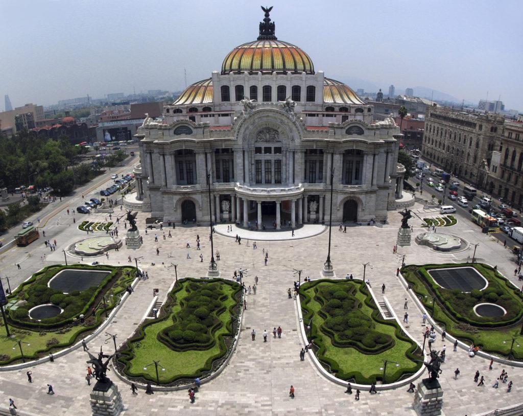 Sem dúvidas o Palácio de Bellas Artes faz parte do imaginário de quem viaja à Cidade do México