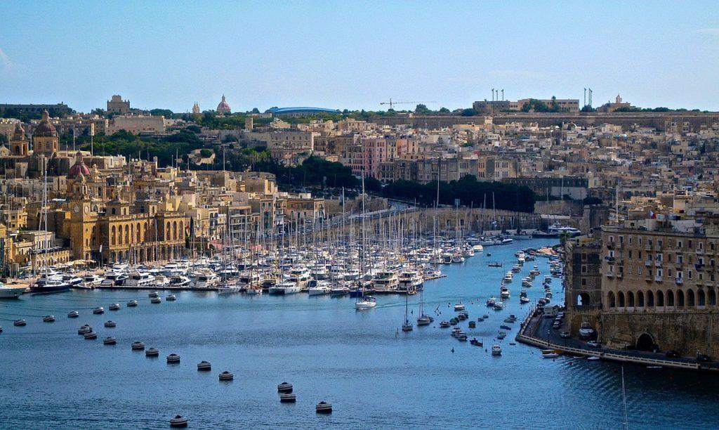 Valletta, a capital de Malta, pode ser visitada a pé!