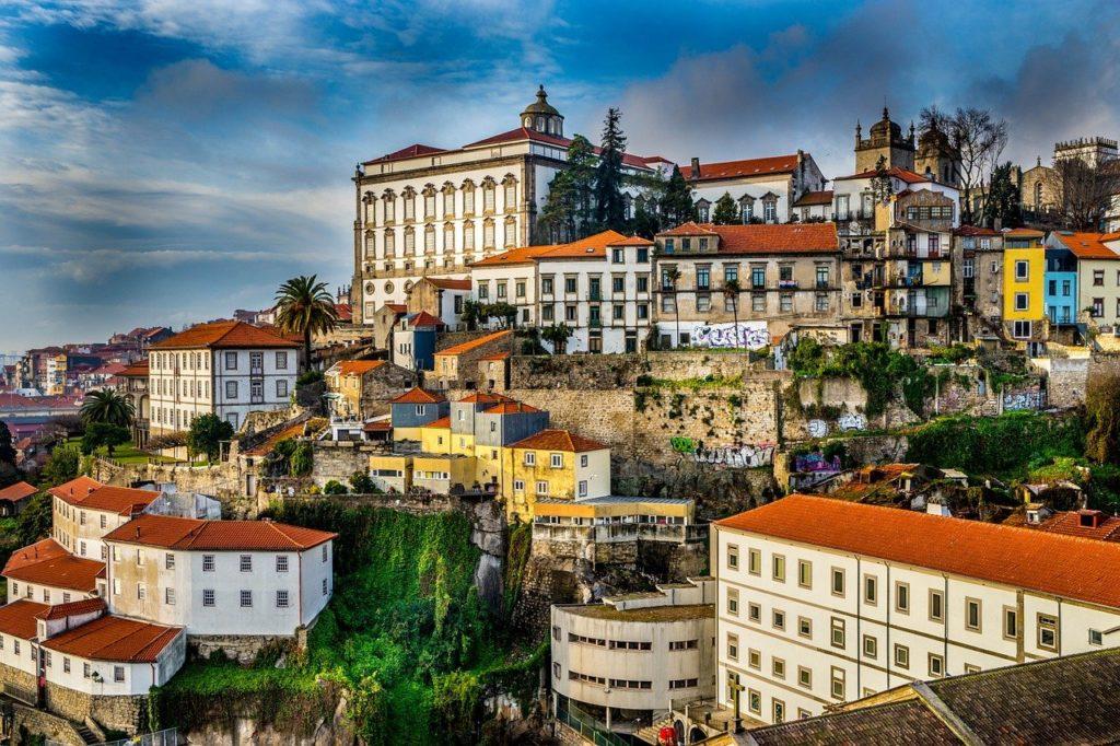 Brasileiros aceleram processo do Golden Visa para obter residência em Portugal. Mas por que Portugal?