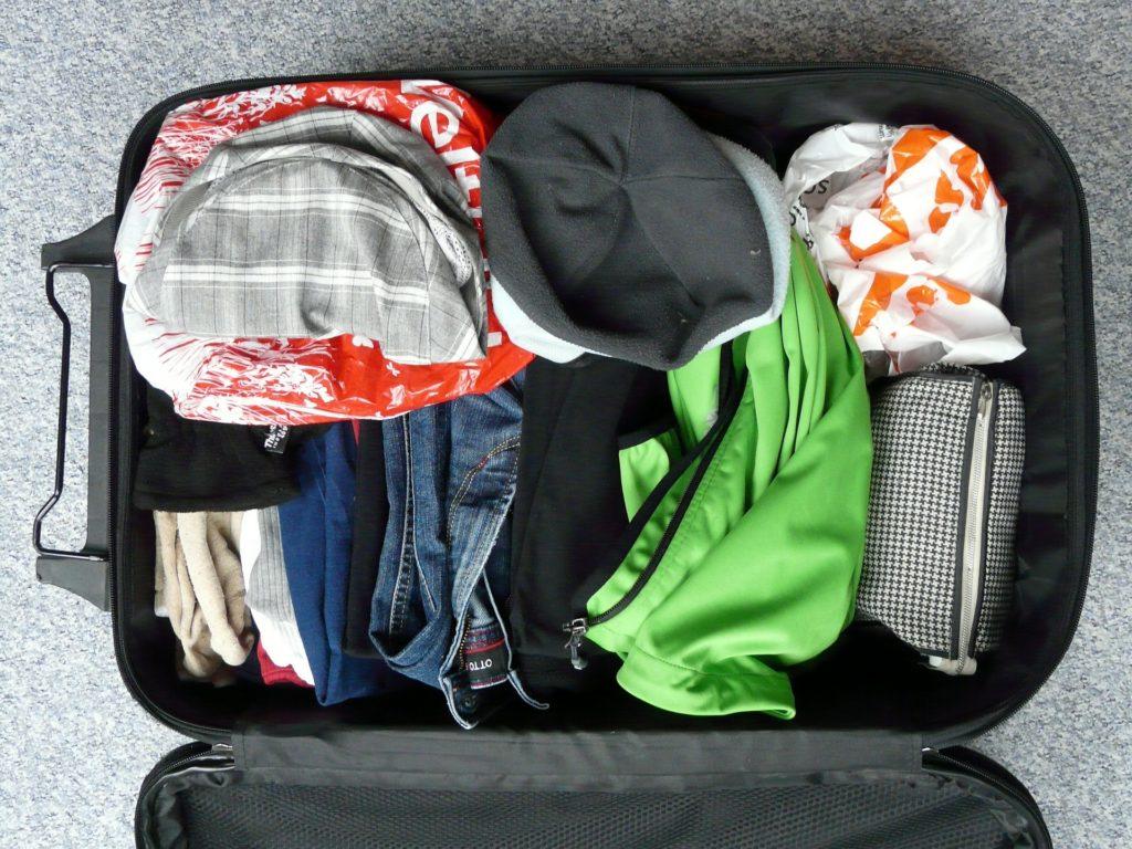 Como arrumar a mala de viagem para um local com clima tropical?