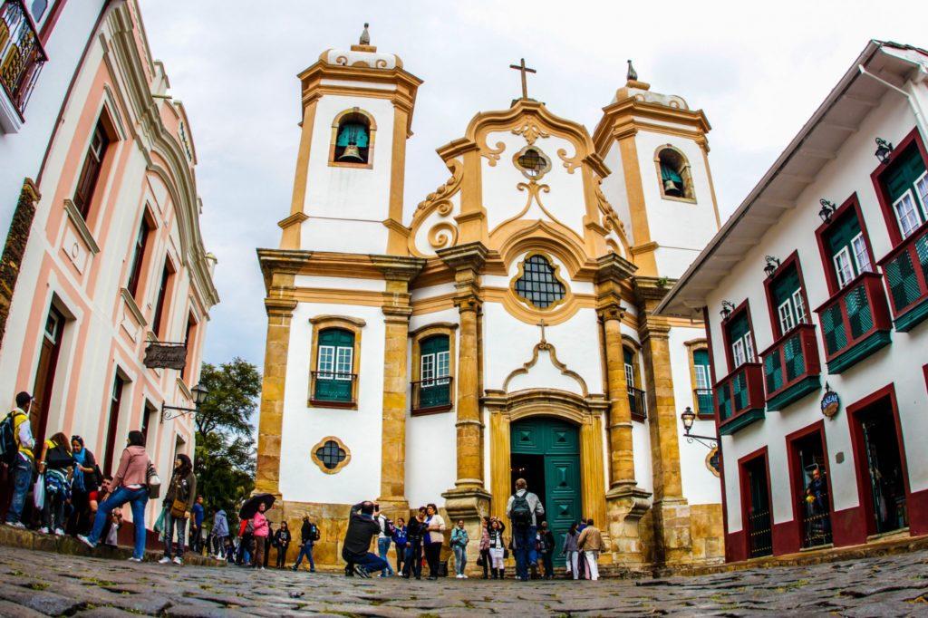 O que fazer em Ouro Preto Minas Gerais? Conhecer as várias igrejas como a de Nossa Senhora das Mercês e Perdões
