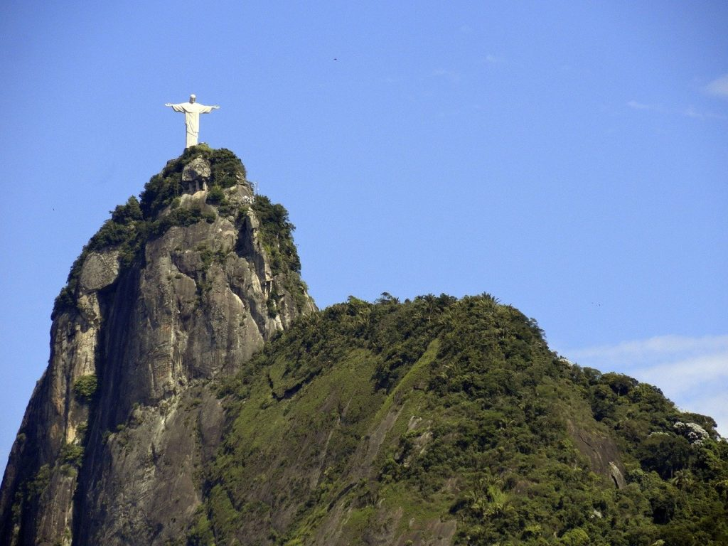 Agora que você já sabe quanto custa o ingresso para o Cristo Redentor, saiba como chegar no alto do morro