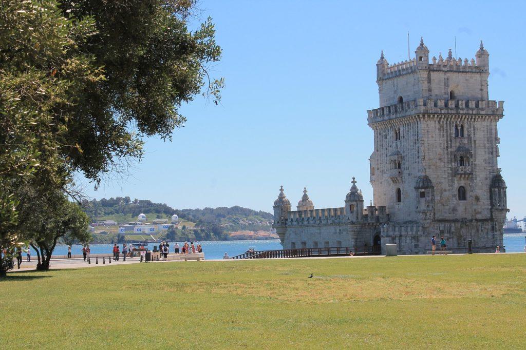 Para onde brasileiros podem viajar: as regras provisórias de Portugal