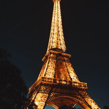 O que fazer à noite em Paris? Visitar a Torre Eiffel